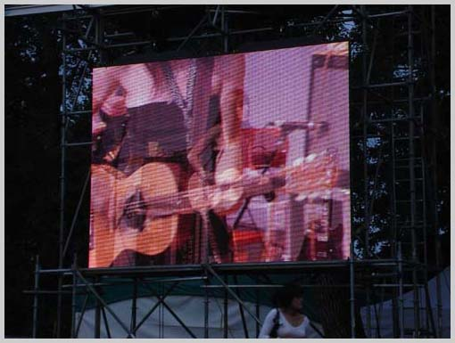 A Perfect fading Photo from Fiest's set at the Folk Fest.